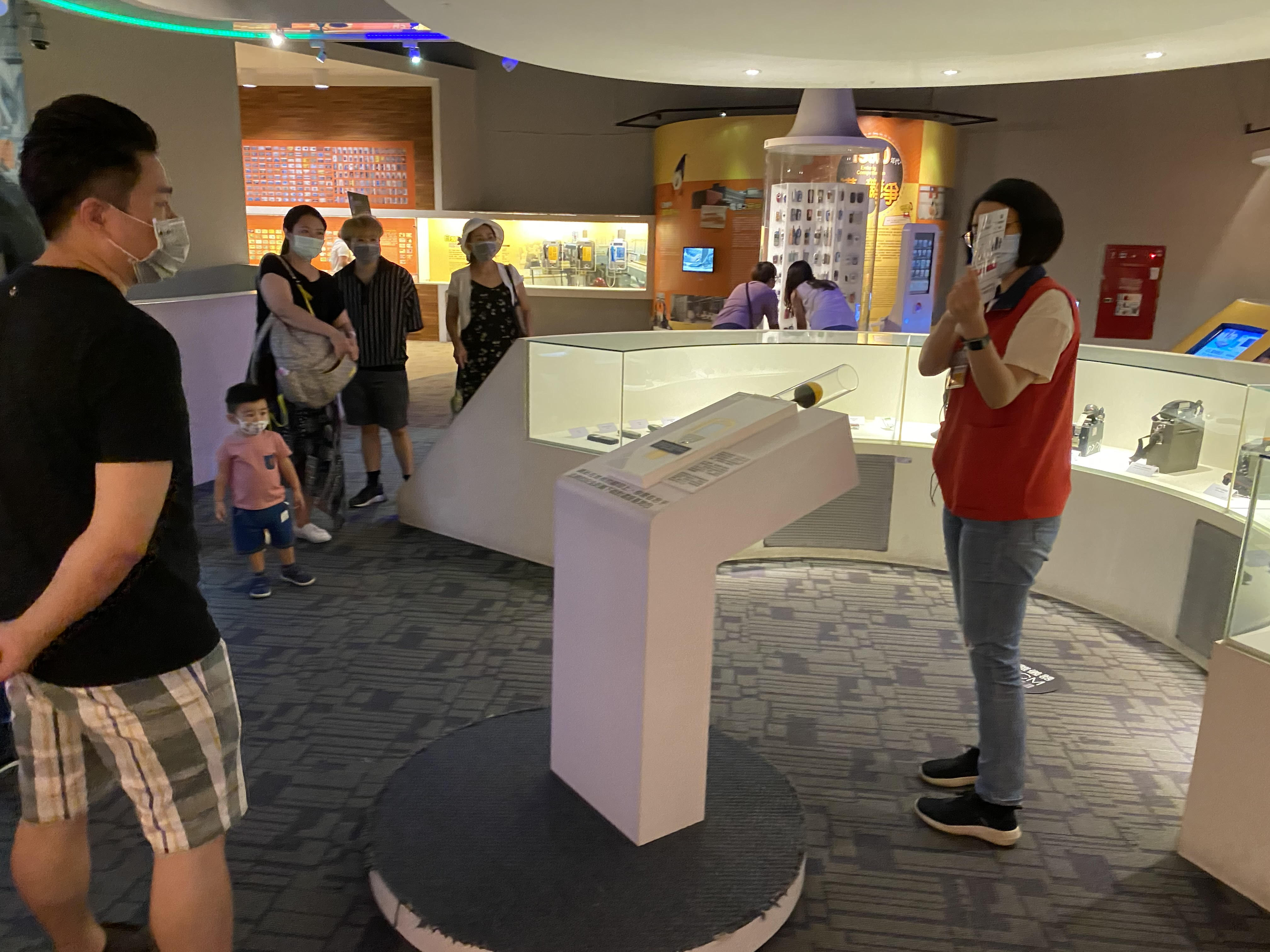 2F_Telecom@Taiwan-bilingual selected exhibits tours