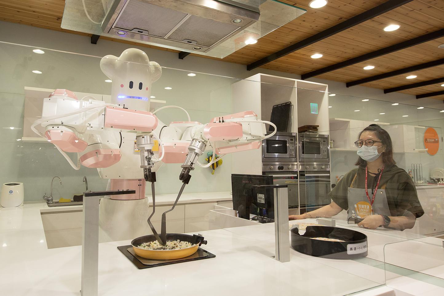2020「智慧烹調」、「智慧醫療」智慧製造體驗專區展示